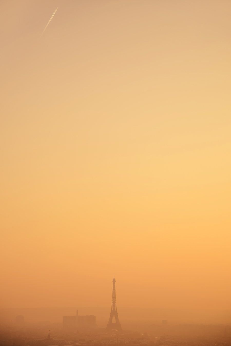 Negative Space – This term relates to the space around your subject and is a key element of artistic composition. Having little to distract from your chosen monument allows all attention to be directed toward your subject and therefore highlight it within your photograph. Here the warm hues of the sunset sky draw down toward the majestic Eiffel Tower.