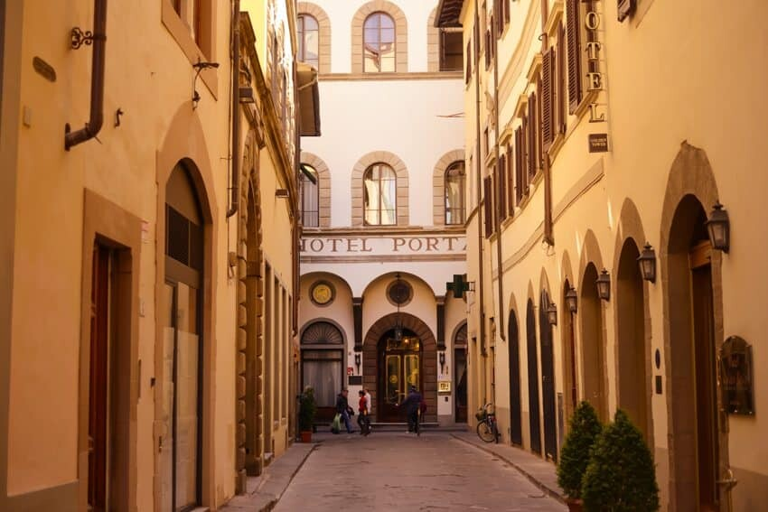 Nh porta rossa florence the wandering lens travel - Porta rossa hotel florence ...