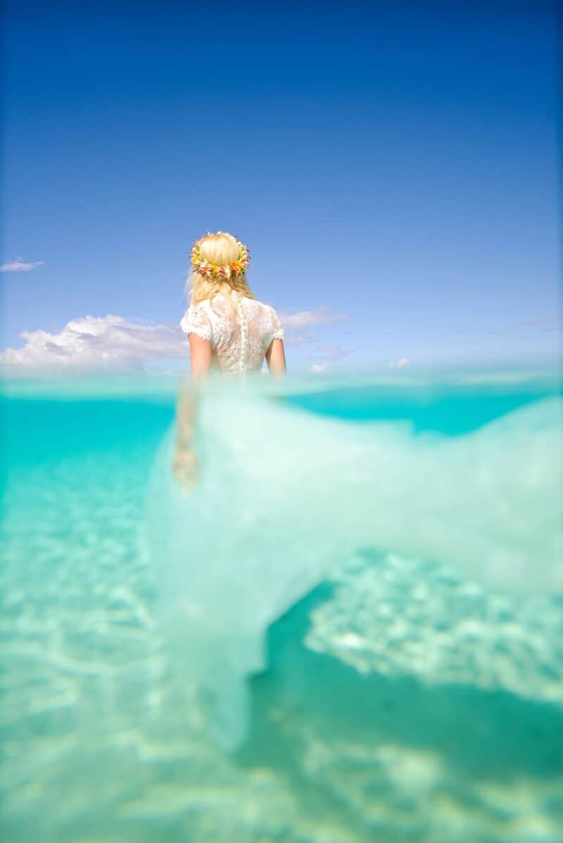 Underwater bride - The World from The Water - The Wandering Lens www.thewanderinglens.com