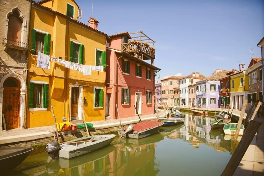Burano, Italy a colourful village just a short ferry from Venice - Photography by The Wandering Lens Lisa Michele Burns www.thewanderinglens.com
