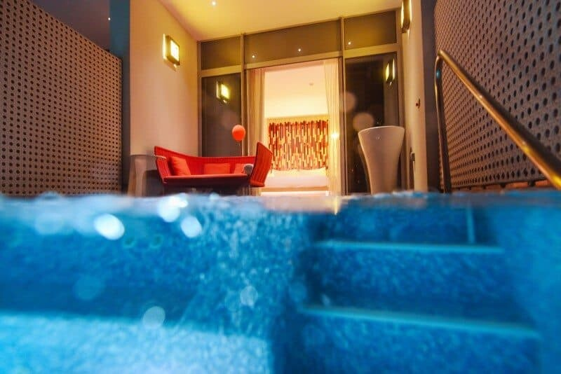 Jump from your bed straight into your very own plunge pool...yes, it's dream worthy!