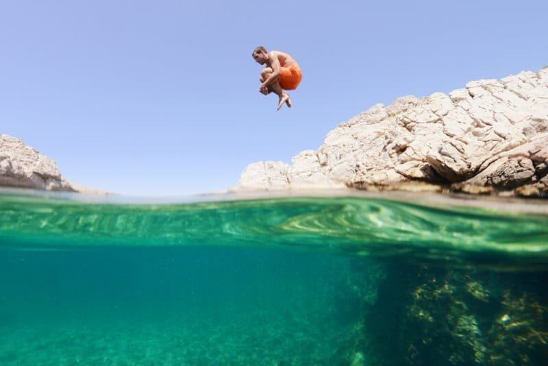 Underwater Photography - How To Take Underwater Photos via www.thewanderinglens.com
