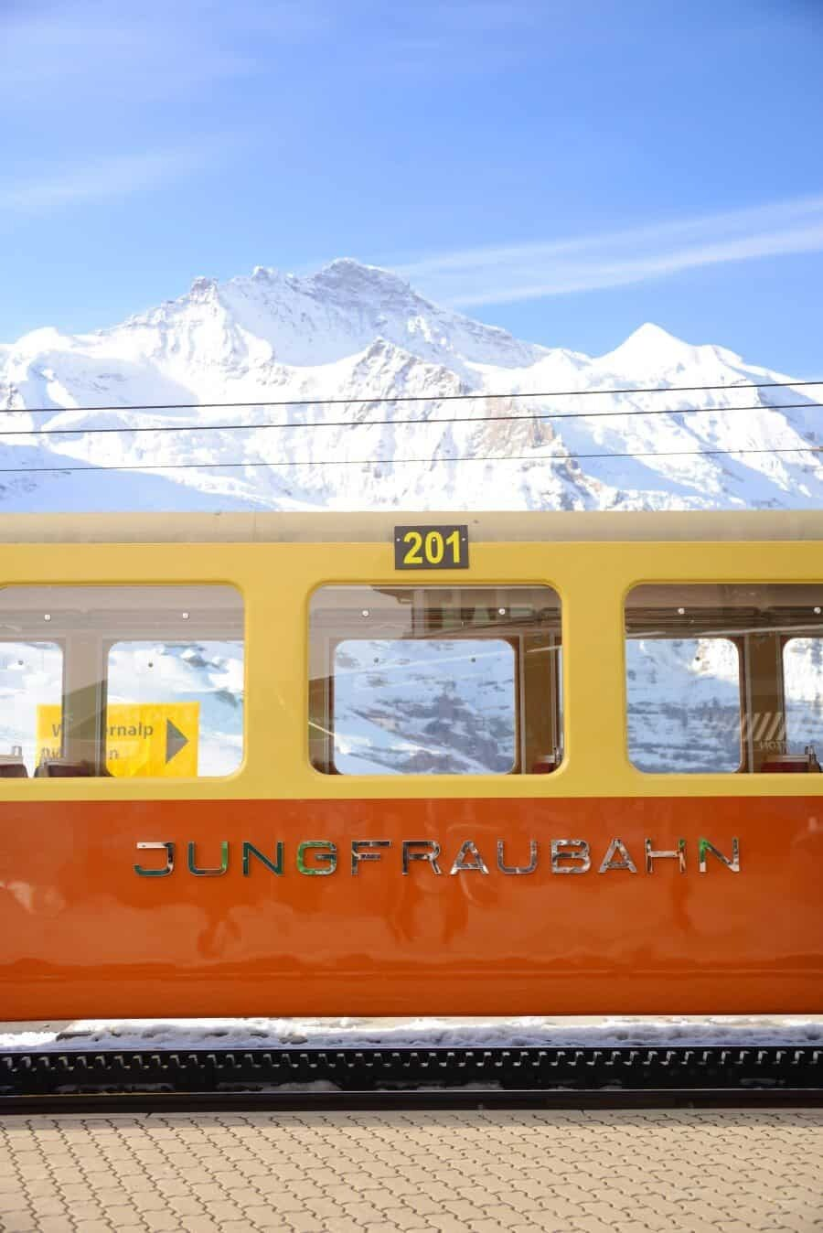 jungfrau-travel-guide-wengen-lauterbrunnen-and-grindelwald-by-the-wandering-lens-11