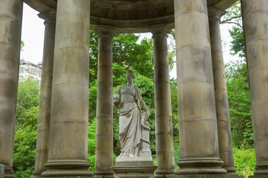 Edinburgh Photography Locations, a destination guide by The Wandering Lens photographer Lisa Michele Burns